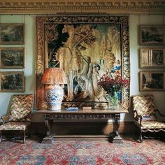 #somethingbeautiful and we're looking at the work of @robertkime. What do you love most about this stately vignette?