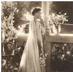 Va invitam simbata, 26 septembrie, de la ora 11:00, la un nou eveniment cu istoricul Georgeta FILITTI. Vom povesti despre PALATELE SI LOCUINTELE in care a trait Regina Maria si ne vom bucura de elegantul decor de la Grand Hotel Continental, una dintre cele mai bine conservate cladiri de patrimoniu ale orasului. Personalitate marcanta a inceputului de secol XX, Regina Maria a fost o femeia puternica, eleganta, pasionata de arte, arhitectura, design interior si peisagistica. Spatiile in care…