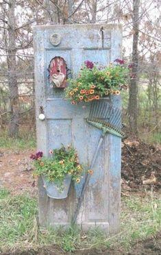 20 most beautiful vintage garden ideas - Diy Garden Decor İdeas Garden Yard Ideas, Garden Crafts, Diy Garden Decor, Vintage Garden Decor, Garden Junk, Garden Decorations, Easy Garden, Garden Beds, Garden Whimsy