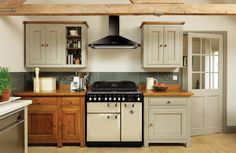 Here the Elan 90 and Classic 90 hood exemplify how a traditional kitchen should look. Teamed with a mix of wooden freestanding units from Fired Earth, this kitchen exudes English Country style.
