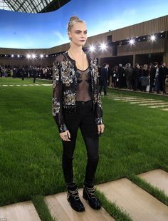 Cara Delevingne - Chanel Spring 2016 Haute Couture Front Row - January 26, 2016 #PFW