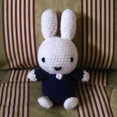 Miffy the Bunny - crochet pattern freebie, thanks so for share xox Crochet Crafts, Crochet Toys, Crochet Projects, Free Crochet, Knit Crochet, Crotchet Patterns, Crochet Stitches, Miffy, Knitted Dolls