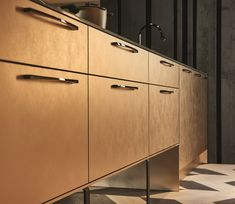 KH Küche: Pianovo Metall Champagner Gold Crumble, Softlack NCS S / KH kitchen: Pianovo Metall Champagne gold Crumble, Soft lacquer NCS S Kitchen Cabinet Doors, Kitchen Cabinets, Quality Kitchens, This Is Us, Interior Design, Furniture, Home Decor, Gold, Champagne