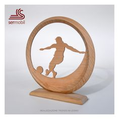 Trofeo in legno sport calcio attaccante designer Gino Marsilio