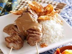 Hähnchenspieße auf asiatische Art (Sate) mit Erdnusssoße ist ein Rezept mit frischen Zutaten aus der Kategorie Hähnchen. Probieren Sie dieses und weitere Rezepte von EAT SMARTER!