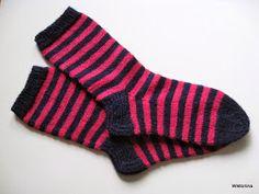 Wiktoriinan villat: Raitasukat Novita Nallesta koko 39 Lots Of Socks, Knitting Socks, Diy And Crafts, Knit Crochet, Villa, Clothes, Crocheting, Fashion, Long Scarf