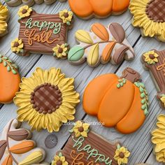 How wonderful are these fall cookie set. Love all the colors! Made by the talented ・・・ Fall Decorated Cookies, Fall Cookies, Cut Out Cookies, Iced Cookies, Cute Cookies, Yummy Cookies, Cupcake Cookies, Cupcakes, Cookie Favors