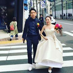 🍭🍭🍭 皆様みたいにハワイの街を✨ なんて素敵なやつでは無く!w 二次会の会場まで渋谷の街を少し歩きました🌈 皆さん、おめでとー💐と声をかけて下さり、日本も捨てたもんじゃないな!!とおばちゃんは思いました🙋 #結婚式 #卒花嫁 #卒花#プレ花嫁 #日本中のプレ花嫁さんと繋がりたい #ウェディングニュース#手作り#ウェディングドレス #weddingdress #ハナプラ卒花レポ#peterlangner#南青山サンタキアラ教会 #サンタキアラ教会 #nosorg#ハナコレストーリー #ハナコレ#minnano_wedding #ウェディングレポ #marry花嫁#marryxoxo#farnyレポ#ウェディングニュースブライズレポーター #exo #exo팬부부#渋谷#shibuya #tokyo#웨딩드레스