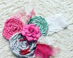 Trio de rosettes   Etsy Rosettes, Base, Throw Pillows, Sweet Fifteen, Handmade Gifts, Hand Made, Toss Pillows, Cushions, Decorative Pillows