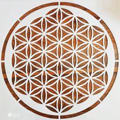 Șablon – Geometric Center – 50×50 cm ________________ www.haidihai.ro . . . #stencils #sablon #sablondecorativ #sablon #sablonpereti #amenajare #amenajareinterioara #amenajareacasei #diy #diycraft #designinterior #homedesign #haidihai #mandalastencil #anniesloan #vopseadecorativa Diy Decoupage Tutorial, Annie Sloan, Stencil, Decorative Plates, Mandala, Home Decor, Decoration Home, Room Decor, Stenciled Table