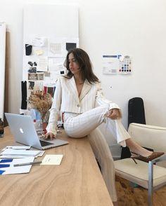 3 Approaches That Affect Women Entrepreneurship Fashion Jobs, School Fashion, Work Fashion, Fashion Design, Student Fashion, Estilo Jenner, Job Hunting Tips, Future Jobs, Elegantes Outfit