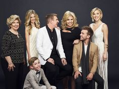 CHRISLEY KNOWS BEST -- Season:4 -- Pictured: (l-r) Faye Chrisley, Lindsie Chrisley Campbell, Grayson Chrisley, Todd Chrisley, Julie Chrisley, Chase Chrisley, Savannah Chrisley -- (Photo by: Tommy Garcia/USA Network)