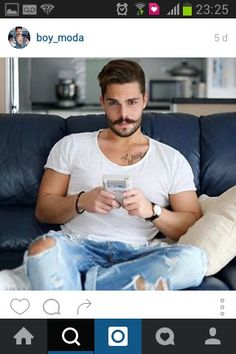 stefanotratto I'm reposting this picture to say, a massive THANK YOU to all of you guys❤️! Thanks for supporting me everyday, you are amazing ❤️! Rock And Roll, Looking Dapper, Sexy Jeans, Ripped Jeans, Beard No Mustache, Well Dressed Men, Beard Styles, Male Beauty, Bearded Men