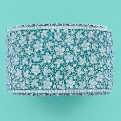 I don't even know what this is and I want it! lmao Tiffany's