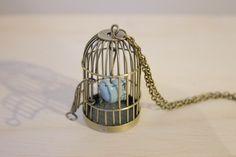 Collar de jaula con pájaro azul