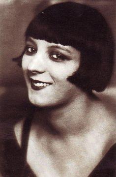 Alice Ernestine Prin aka Kiki de Montparnasse - 1920's - French artists' model…
