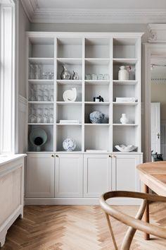 Küchen Design, House Design, Home Library Design, Living Room Shelves, Dining Nook, Built In Shelves, Cabinet Styles, Apartment Interior Design, Home Living
