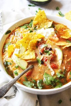 Chicken Tortilla Soup - This soup is so easy and SO yummy! It's all about those toppings, so pile 'em on! This will be a new family favorite in your home, and (bonus) it's gluten free :). Crockpot Recipes, Cooking Recipes, Healthy Recipes, Healthy Soup, Cooking Tips, Bulk Cooking, Healthy Meals, Mexican Food Recipes, Dinner Recipes
