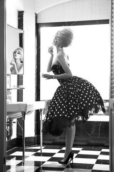 When I grow up I want to be a vintage pin up girl :) Dot Dress, Dress Up, Dress Shoes, Dress Cake, Flare Dress, Look Fashion, Fashion Beauty, White Fashion, Pin Up Fashion