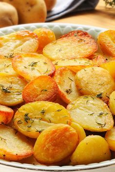 Garlic Roasted Potatoes Recipe by sheryl Garlic Roasted Potatoes, Roasted Potato Recipes, Vegetable Recipes, Vegetarian Recipes, Cooking Recipes, Healthy Recipes, Potato Side Dishes, Vegetable Side Dishes, Side Dish Recipes