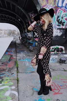#graffiti #art #streetstyle #fashion #boho #bohimian #photography #fashiongrape #outfit #idea Graffiti Art, High Low, Punk, Dresses With Sleeves, Boho, Long Sleeve, Photography, Outfits, Fashion