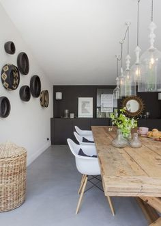 Take a look at this amazing home interior design trends and how they fit perfectly into your dining room decor! Sweet Home, Home And Living, Living Room, Dining Room Inspiration, Dining Room Design, Table Design, Style At Home, Home Fashion, House Design