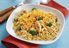 Cheesy broccoli Rice a Roni w/ chicken recipe. Ricearoni Recipes, Broccoli Recipes, Slow Cooker Recipes, Chicken Recipes, Healthy Recipes, Drink Recipes, Chicken Brocolli Rice, Cheesy Broccoli Casserole, Rice A Roni