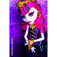 #draculaura #monsterhighdoll #stunning #dollphotogallery #doll #nikond3300 #contrast #colour #barbie #toycollection #mh #mhdolls #monsterhigh #eah #everafterhighdolls #everafterhigh #art #creative #mattel #popular #popularpage #dollstagram #follow #photooftheday #dollphotography #dollphotographer #toycollection #dollcollection by adventureswithlottie