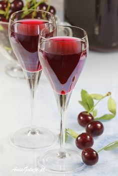 Nalewka z wiśni. Cherry Vodka, Cherry Liqueur, Polish Recipes, Irish Cream, Old Recipes, Prosecco, Mojito, Red Wine, Liquor