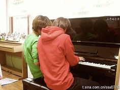 Onew & Taemin at the piano. I love their cute relationship. Ontae is rainbows and butterflies and bunnies and sunshine rolled into adorableness ^^