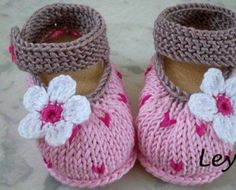 Hand Knitted Baby Booties/Shoes For Newb - Qoster Baby Shoes Pattern, Booties Crochet, Crochet Baby Shoes, Crochet Baby Booties, Crochet Slippers, Knitted Baby, Knitting For Kids, Baby Knitting Patterns, Baby Patterns