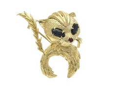 BROOCH, 18K gold, cat with sapphire eyes and ruby nose approx 1,80 cts in total, weight 15,7 g.