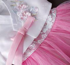 """러블리한 디자인 여아한복 상품명 :지젤 . . 아름답게 지은 우리옷 www.yujuboutique.com . . #여아한복 #여아고급한복 #퓨전한복 #한복스타그램 #레이스한복…"""" Korean Traditional Dress, Traditional Outfits, Modern Hanbok, Dress Anak, Kimono Japan, Korean Dress, Kimono Fashion, Folk Costume, Korean Girl"""