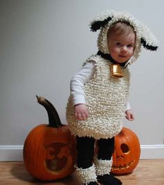 Sheep costume for Halloween. Love using the chenille and the bell on the neck. Diy Sheep Costume, Baby Lamb Costume, Sheep Costumes, Diy Baby Costumes, Nativity Costumes, Toddler Costumes, Halloween Costume Contest, Halloween Kids, Halloween 2017