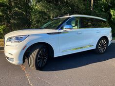 Cruise Through Life: 10 Benefits of the 2020 Lincoln Aviator Grand Touring - Fashion meets Food Parallel Parking, Lincoln Aviator, Love Drive, Head Up Display, Girl Guides, Grand Tour, How To Relieve Stress, Touring, Life Is Good