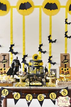 Fiesta tematica de batman http://tutusparafiestas.com/fiesta-tematica-batman/ Batman party #Decoracióndefiestasinfantiles #fiestacontemadebatman #Fiestainfantil #Fiestatematicadebatman #tematicasparafiestasdeniño