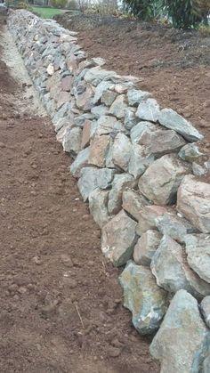 Backyard Retaining Walls, Garden Retaining Wall, Stone Retaining Wall, Backyard Landscaping, Landscaping Ideas, Patio Ideas, Stone Walkways, Gravel Landscaping, Backyard Patio