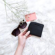 PATH this little wallet is often overlooked but fits a LOT more than the eye can see! On the weekend I took this on a walk (I slipped it into the waistband of my @CleoHarper_Activewear leggings) and in it I had 4-5 cards, 5 business cards, a few notes and
