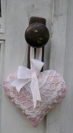 Pretty Door Knob Heart/Sachet~❥ A sensual contrast of hard and soft.