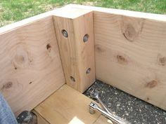 Wooden sand box with 4 x 4 told with counteesunk bolts. Build A Sandbox, Wooden Sandbox, Sandbox Diy, Sandbox Ideas, Backyard For Kids, Backyard Projects, Diy Projects, Backyard Games, Backyard Ideas