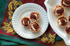 Cafe Johnsonia: Phyllo Cups with Brie, Preserves, and Pecans Christmas Appetizers, Christmas Treats, Phyllo Cups, Best Starters, Baked Brie, Us Foods, Pecans, Finger Foods, Sweet Recipes