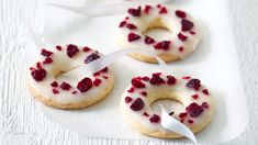 Basque cherry cake with black cherries - Healthy Food Mom Small Desserts, Sweet Desserts, Sweet Recipes, Gourmet Recipes, Cookie Recipes, Dessert Recipes, Christmas Sweets, Christmas Baking, Cherry Cake Recipe
