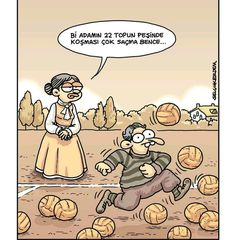 Bir adamın 22 topun peşinde koşması çok saçma bence...#karikatür #mizah #matrak #komik #espri #şaka #gırgır #komiksözler #futbol #maç #top