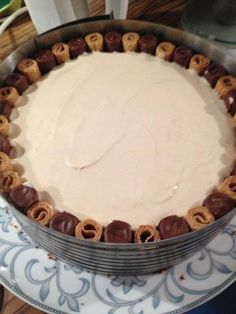 Das perfekte Baileys-Torte-Rezept mit Bild und einfacher Schritt-für-Schritt-Anleitung: Das Mehl mit den Nüssen, den Kakao und Backpulver mischen.