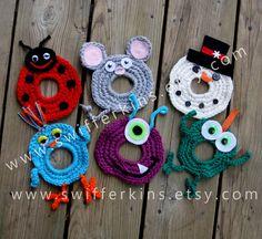 Camera lens buddy. Crochet camera critter door KikisKreationsprops