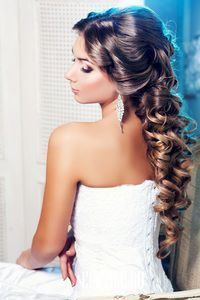 Wedding hairstyle with overhead strands helps if lacking the required length