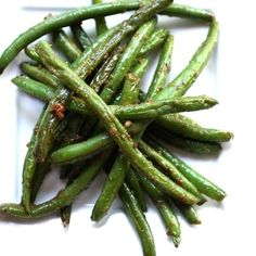 Tamari Green Beans - Very quick and easy side dish that adds tons of flavor with ginger, garlic, red pepper flakes and Tamari soy sauce. #sidedish #greenbeans