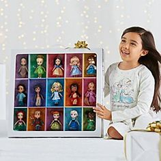 Discover 15 classic characters together in one gloriously gift-boxed mini doll collection. Fantasies come true with this set of all-time favorites, reimagined as toddlers under the guidance of authentic Disney animators and artists.