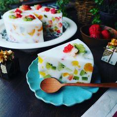 伸びっぱなし❤と、フルーツの宝石や~♪ミルキージューシーフルーツミルク寒天♪ | しゃなママオフィシャルブログ「しゃなママとだんご3兄弟の甘いもの日記」Powered by Ameba Cold Desserts, Asian Desserts, No Cook Desserts, Just Desserts, Delicious Desserts, Yummy Food, Jello Recipes, Sweets Recipes, Snack Recipes