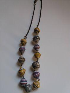 Collana a girocollo in stile boho con perle di carta di Caiapaperjewels su Etsy